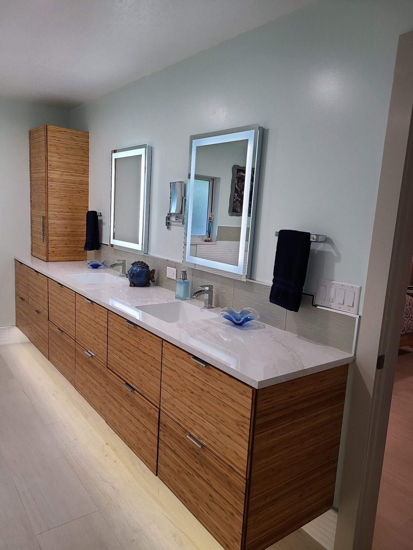 The Cabinet Gallery in Stuart Florida is your bathroom vanity source for Palm City, Port St. Lucie, Hobe Sound and Jupiter Florida.